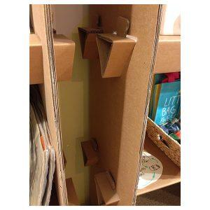 Detalle de los estantes de cartón