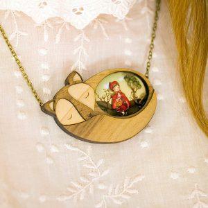 Collar de madera artesanal Caperucita Roja