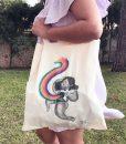 Tote_bag_magia_arcoiris_paloma_perez_cute_material_revolution_granada
